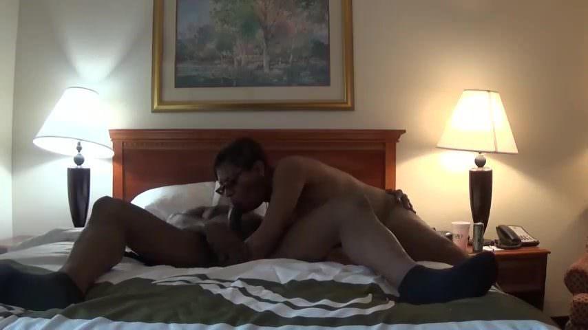 Порно ролик девушка мастурбирует