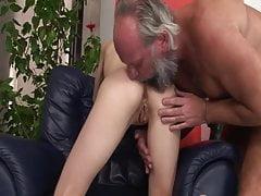 Sie will den harten Schwanz des Stiefvaters