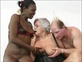 Oldyoung Swingers African video: Grandma and friends