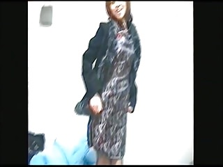 Amateur Asian video: Japanese woman's wife taking off China dress