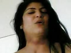 Arabska dziewczyna Została uderzona przez klienta