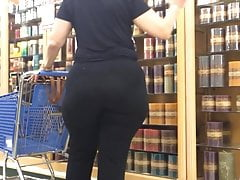 wide hips phat ass gilf black pants in hobby lobby