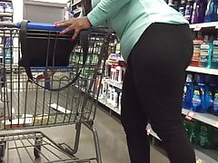 Ebony MILF Big Booty w Black Jeans Bends Over
