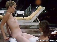 Klasyczne lesbijki w wannie z hydromasażem