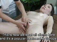 Untertiteltes CFNF-Japaner-Ölbad für lesbische Vaginalmassage