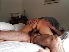 Esposo disfruta de su mujer en hotel