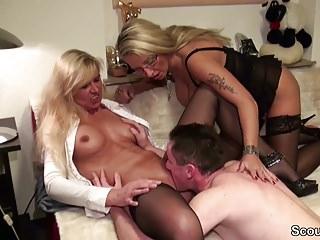 Hardcore Big Boobs Threesomes vid: 2 Muttis ficken Sohn und Vater nacheinander durch