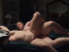 Spójrz na nich chwiejne cycki bardzo seksowne, że dobrze się bawi