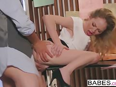 Babes - Office Obsession - Tyler Nixon e Angel Smalls - Fi
