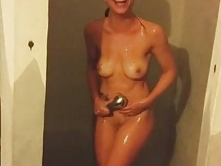 Amateur Funny Showers video: Amateur Teen Boo in the shower