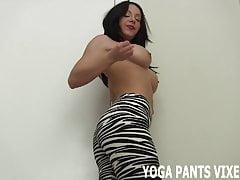 Questi pantaloni da yoga con stampa zebra mi sembrano fantastici JOI