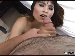 Petite asiática adolescente recibe hardcore y salvaje coño s aplastando