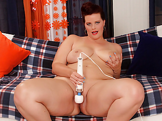Big Tits Big Ass Babe video: Plumper Amanda Foxxx Plays with Herself