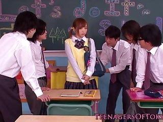 日本bukkake青少年在类催人泪下的公鸡