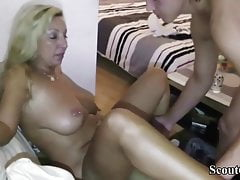 German Amateur MILF Teach Teen Young Guy Come scopare a destra