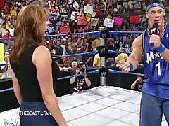 John Cena gifle le cul de Stéphanie
