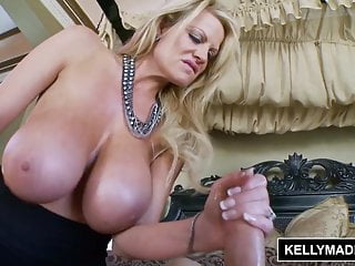 KELLY MADISON Leccata di tette buona sborrata