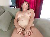 American gilf Melody Garner rubs her hairy pussy