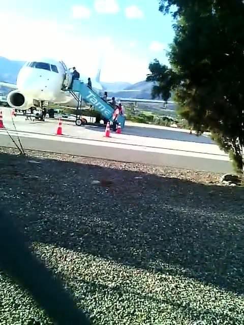 Fans film pornmodel Alex Torres at Tame Airlines Loja