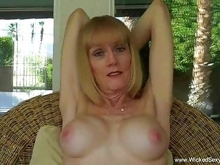 Amateur GILF Knows How To Suck It