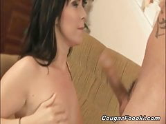 Horny cougar is pleased when her wide pussy is fully stuffed