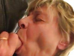 Nagymama leszopja unokája farkát - nagymama porno