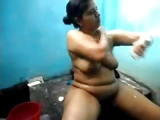 Hot southindian aunty 039 nude expose...