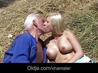 Oldman Joe diventa fortunato con una bionda calda