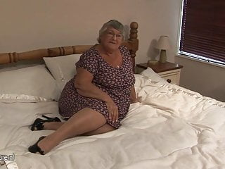 Vecchia nonna amatoriale si masturba in cam