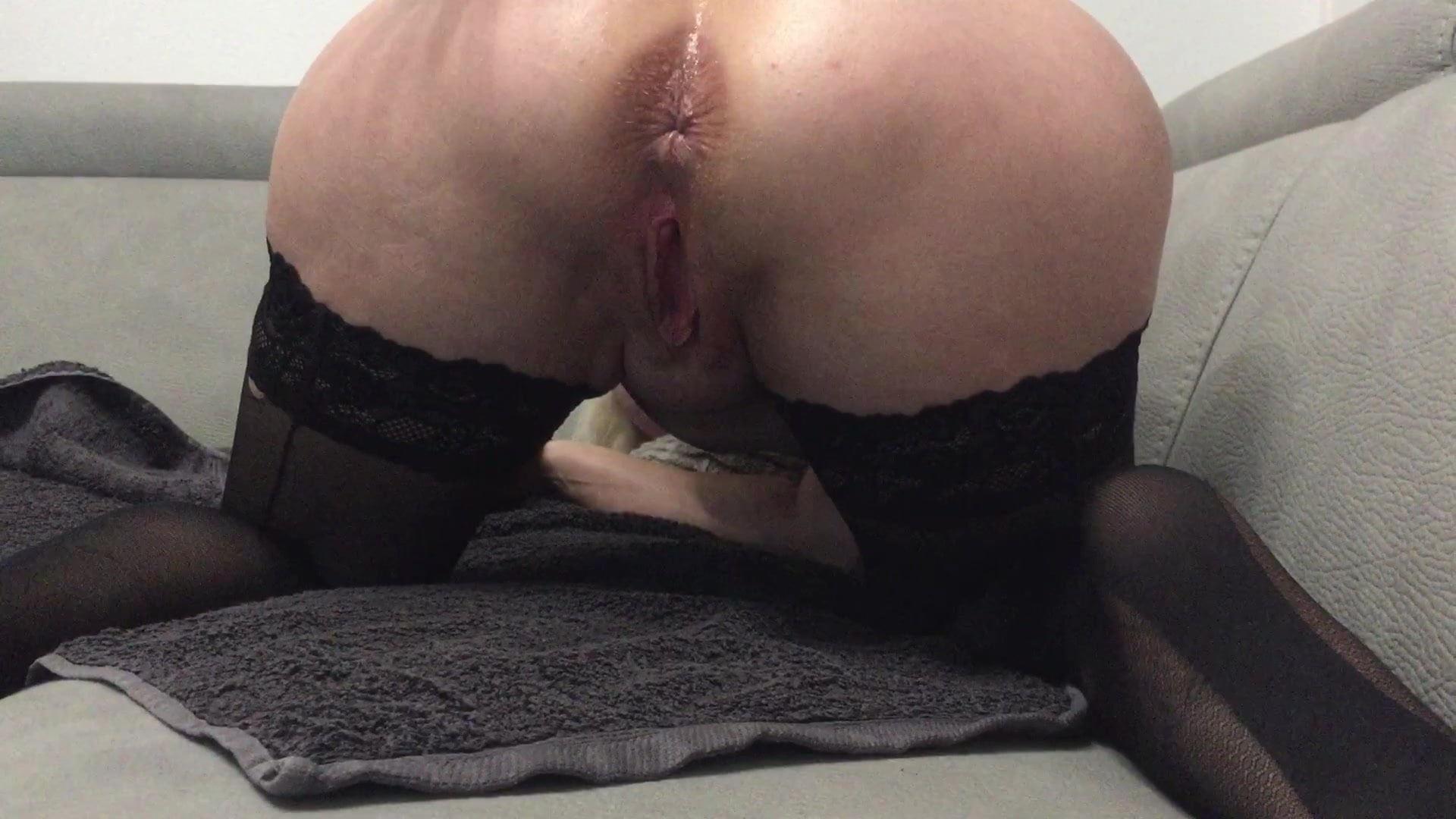 Pussy stretching and anal in louboutin