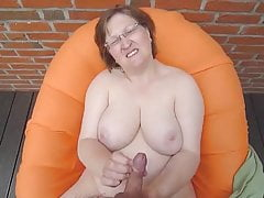 Sweet aunt give nice handjob:)