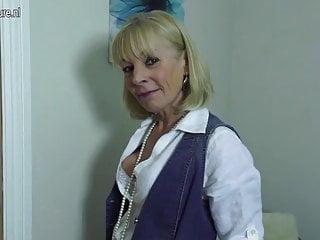 La nonna magra ha bisogno di un cazzo duro