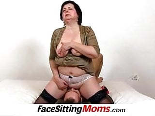 Lady over 50 cunnilingus and sitting on face