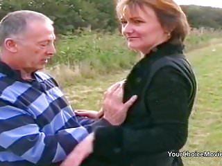 Couple risky outdoor sex...