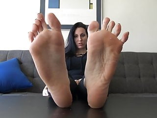 your Maroe long toes face big in   and soles