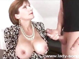 देसी परिपक्व चाची कंडोम के साथ खेल रही है