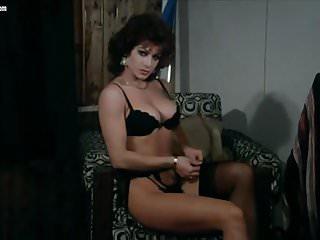 Spogliarello di Carmen Russo e scene di nudo
