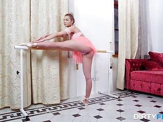 Esa Linda Bailarina será Cogida por Dinero - Anna Krowe