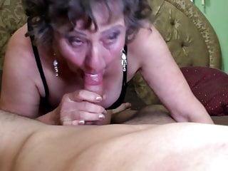 Sexy nonna succhia e scopa ragazzo