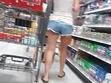 Candid milf in Jean cutoffs.
