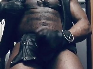 Leather muscle black nipplepig daddy...