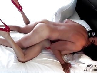 Kissing sucking and swallow cum...