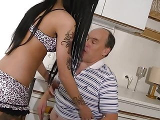 Escort will pay with Intercourse for Lend a hand
