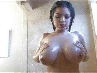 Yurizan Beltran Soaps Up Her Boobs