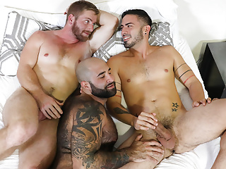 Bareback gay threesome