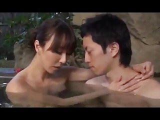 <熟女動画>巨乳熟女の高...