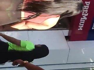 Morena cachorra de calca transparente no Bras