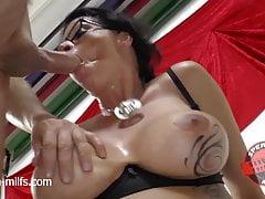 Cum Fucky-fucky & Large Titties - Sperma Cougar Dacada
