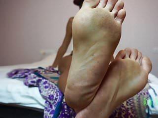 Dirty feet foot fetish dom ebony soles foot...