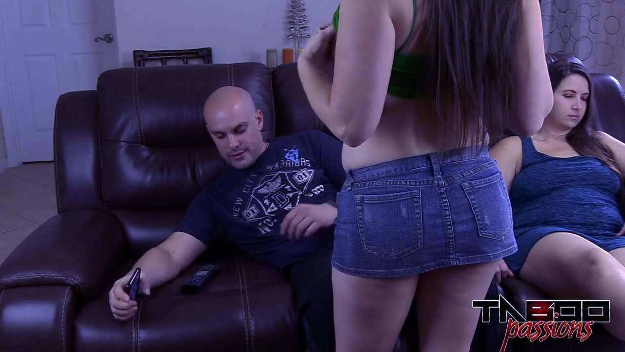Daughter Fucks Behind Dad